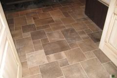 Fußboden aus Kaesar Brown Stein