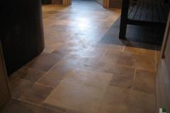 Detail von der Feinbearbeitung des Fußbodens