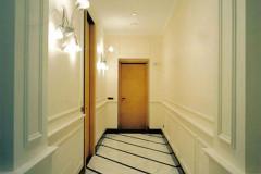 Pavimento in marmo Statuarietto con inserti in Nero Marquinia