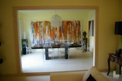 Tavolo in granito Nero Assoluto con pavimento in marmo Giallo Atlantide