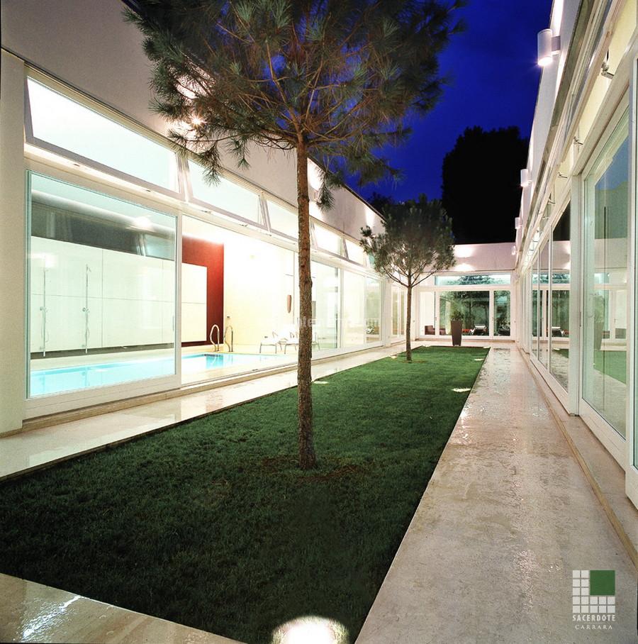 Courtyard paths realised with Moka Cream stone