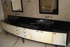 Bagno con pavimento in Travertino Classico e Travertino Noce - 2