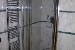 Rivestimento e fasce in marmo Statuarietto e Verde Acquamarina
