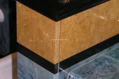 Particolare bagno in Verde Acquamarina, Giallo Dorato e Nero Assoluto