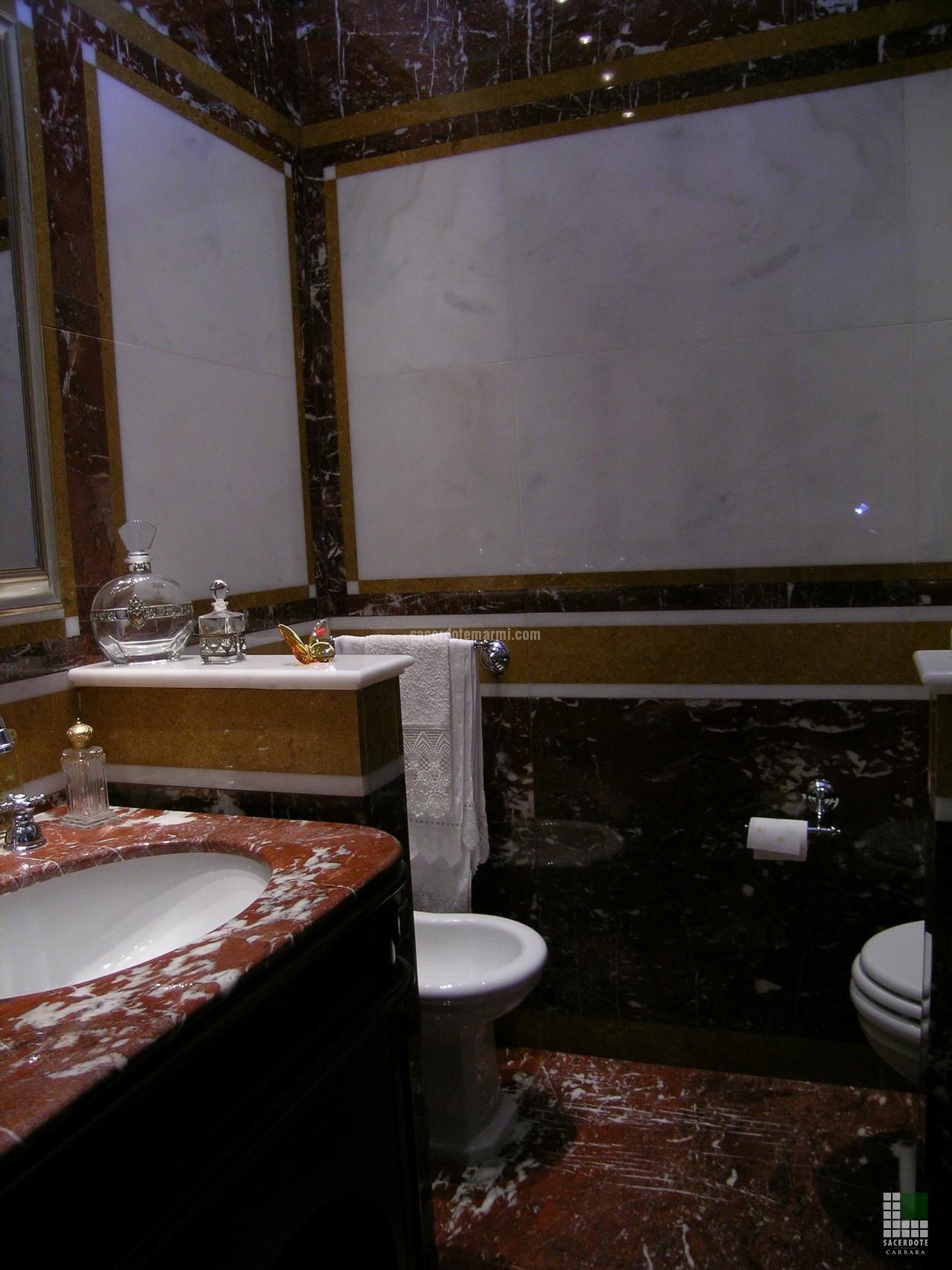 Salle De Bain Marbre De Carrare salles de bain en marbre dans une résidence à rome