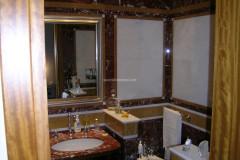 Bagno in marmo Rosso Francia e Bianco Carrara