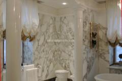 Rivestimento bagno in marmo Calacatta Vagli Oro a macchia aperta