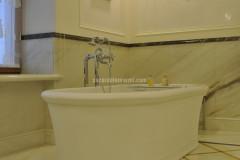Bagno in marmo Cremo Delicato e Giallo Siena