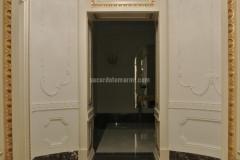 Pavimento intarsiato in marmo Bronze Amani, Giallo Siena e Cremo Delicato