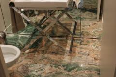 Pavimento bagno in Onice Smeraldo