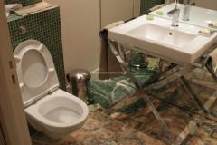 Bagno in Onice Smeraldo e mosaico
