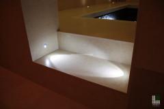 Particolare del gradino con luci LED integrate
