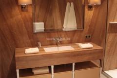 Rivestimento e lavabo in Onice Stalattite