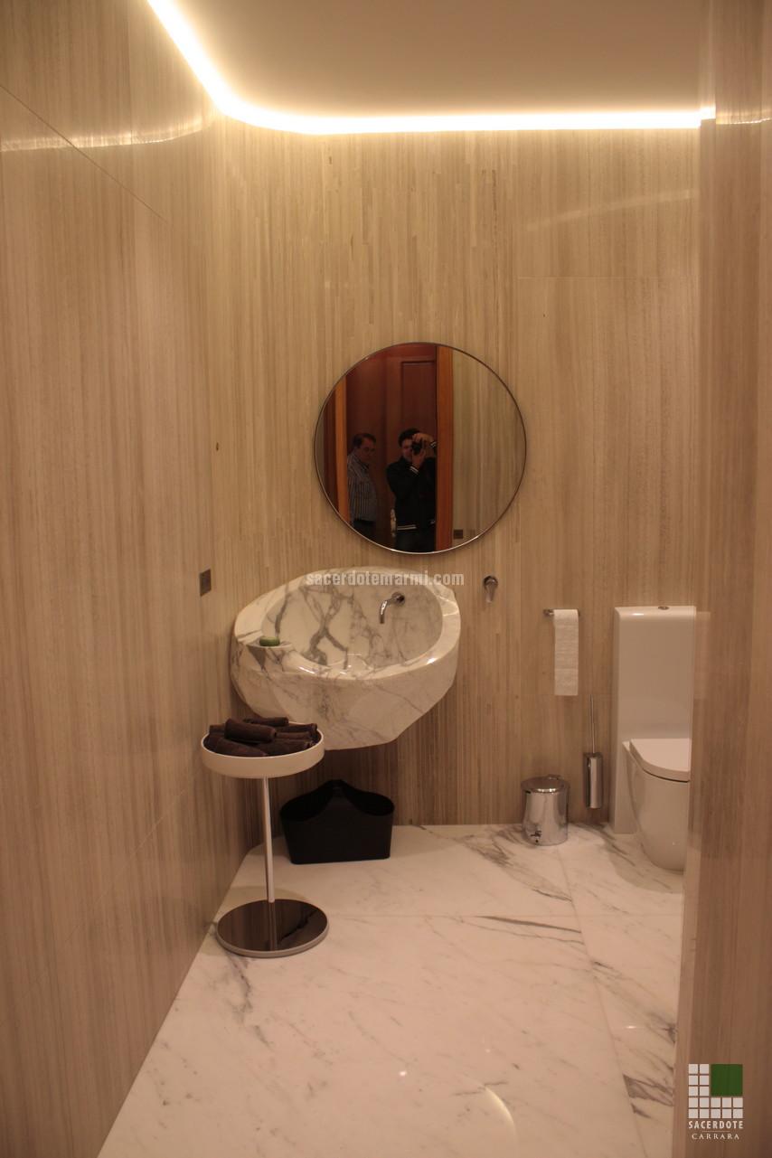 Scale bagni e pavimentazione villa montecarlo sacerdote - Bagno in marmo bianco ...