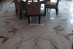 Sala da pranzo in Bianco Statuario a macchia aperta