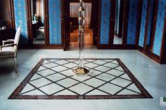 Tappeto in marmo composto da Cremo Marfil, Rosso Alicante, Emperador Dark