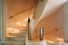 Scale e pavimento in marmo Cremo Delicato