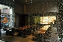 Piani in Onice Ambra con parete in Onice Bianco retroilluminato