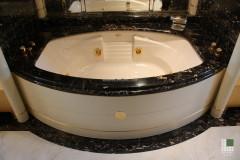 Vasca con rivestimento in marmo Nero Portoro