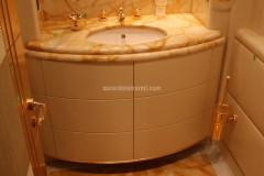 Bagno in marmo Giallo Siena