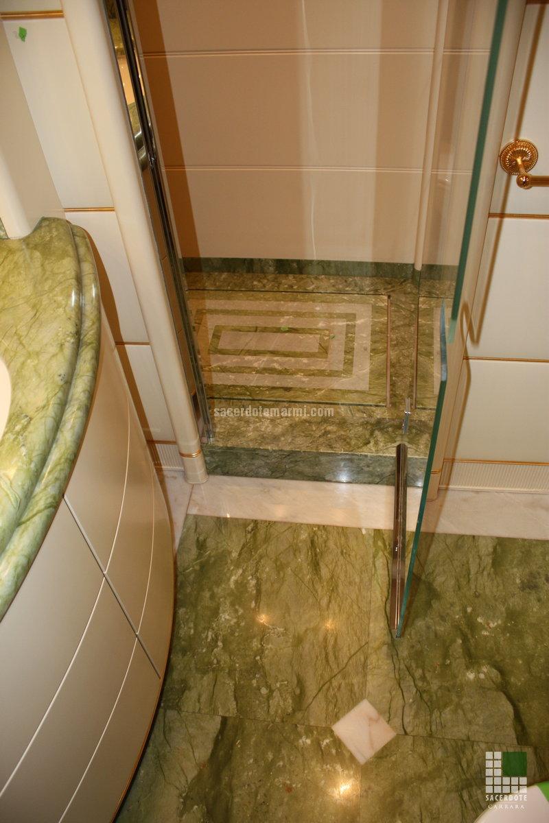 Pavimentazione e bagni Yacht Alibella - SACERDOTE MARMI - Carrara - Lavorazione marmo