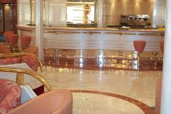 Pavimento in marmo Bianco Statuario e Rosso Alicante