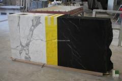 Kasse verkleidet mit farbigem Bianco Statuario Marmor und Nero Marquinia