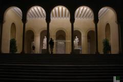 Внешний вид музея - наслоение мрамора Калакатта Вальи Оро на стеклo