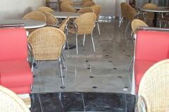 Ristorante con pavimenti in marmo Palissandro e Salomè