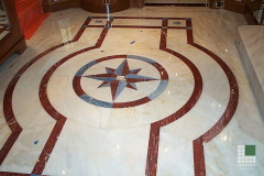 Pavimento in marmo Afyon Dorato, Rosso Francia ed Azul Macauba intarsiati