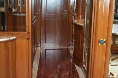 Corridoio in marmo Rosso Francia con fasce in Afyon Dorato
