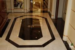 Foyer in marmo Nero Saint Laurent ed Afyon Dorato
