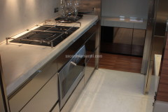 Cucina e pavimento in marmo Bianco Carrara
