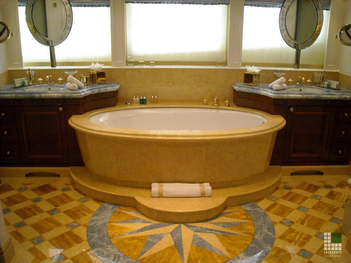Dallages et salles de bain en marbre sur le Yacht Xanadu ...