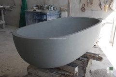 Bathtub realised with monolithic Serena stone