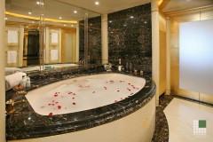 Particolare vasca armatore in marmo Nero Portoro