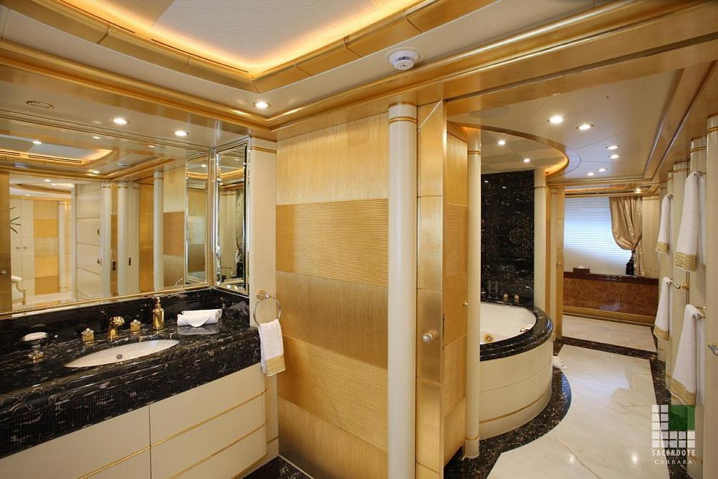 Bagni In Marmo Nero : Pavimentazione e bagni yacht alibella sacerdote marmi carrara