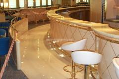 Banco bar e pavimento in marmo Biancone Trani