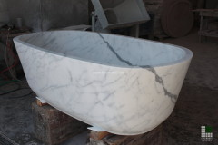 Bathtub realised with monolithic White Statuario marble