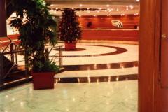 Hall con pavimento in marmo Bianco Statuario e Verde Guatemala