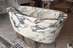 Bathtub realised with marble Arabescato Cervaiole