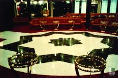 Pavimento discoteca in marmo Bianco Statuario e Verde Guatemala