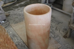 Freestanding washbasin realised with Samarcanda stone