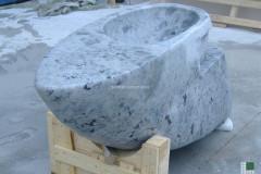 Monolithic washbasin realised with light Labradorite