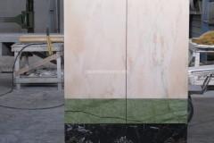 Mobile in acciaio rivestito in Rosa Portogallo, Verde Ming e marmo Nero Portoro