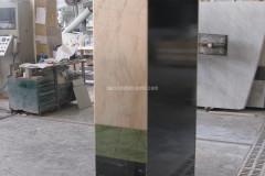 Retro mobile in acciaio rivestito in marmi alleggeriti