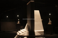 Sculpture realised with Cremo Delicato marble by Luca Scacchetti