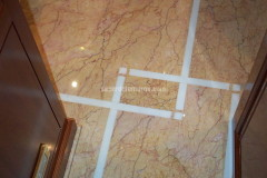 Pavimento intarsiato in Cremo Valencia e marmo Bianco P