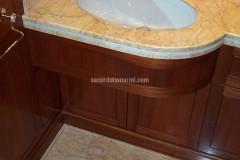 Bagno e lavabo in Cremo Valencia e marmo Bianco P
