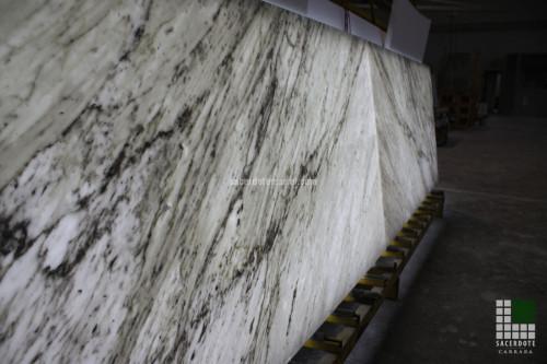 Verkleidung mit hinterleuchtetem Bianco Carrara Marmor